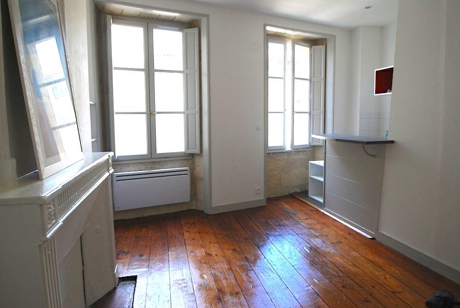 Location bordeaux saint pierre studio meubl 22 10m2 for Studio meuble bordeaux