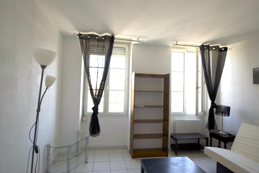 Location studio meubl 1 pi ce 19 31m2 for Studio meuble bordeaux